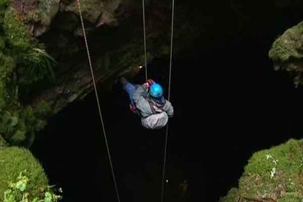 Le site, formé de gros blocs de basalte, est né il y a environ 7000 ans, de l'une des coulées du Montchal.