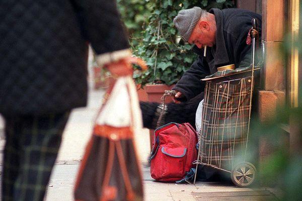 Un sans-abri dans les rues de Strasbourg