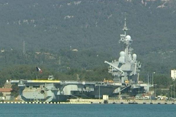 Le Charles-de-Gaulle dans la rade de Toulon