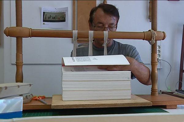 Un atelier pour restaurer les livres anciens à Nice