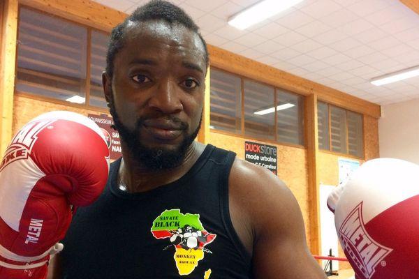 Le Narbonnais Pharelle Akouan sacré champion du monde de savate boxe française à Hangzou en Chine - décembre 2017