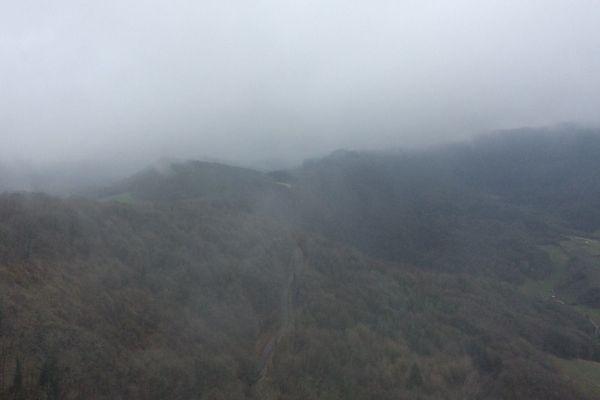 Saint-Laurent-la-Roche, dans le Jura, c'est dans cette zone accidentée qu'a eu lieu le crash de l'avion de tourisme