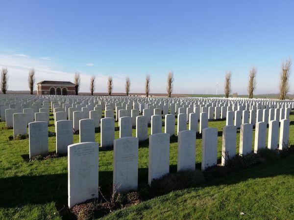 Le H.A.C. Cemetery à l'entrée d'Ecoust-Saint-Mein.