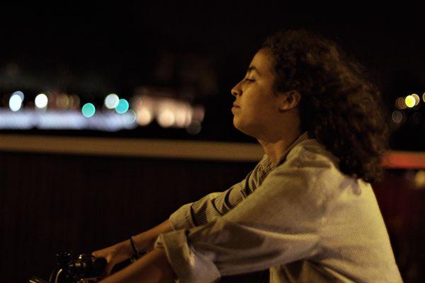 Sahra veut faire carrière dans la musique, elle a déjà un EP à son actif.