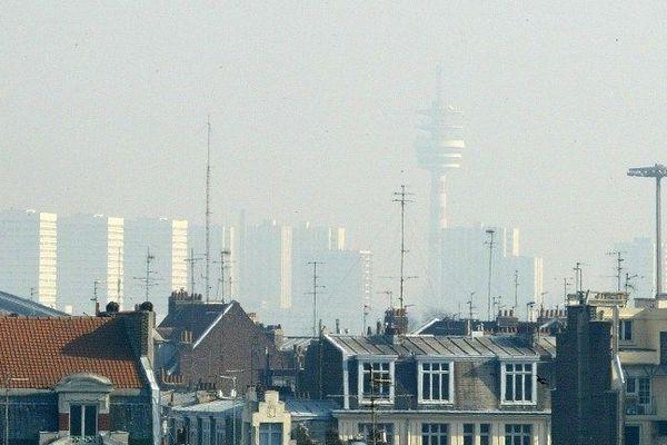 Lille lors d'un pic de pollution au dioxyde d'azote en février 2003.