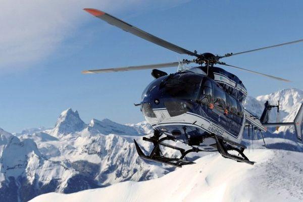 C'est un hélicoptère qui a permis de repérer les corps ce jeudi dans le massif des Ecrins, près de la station du Puy-Saint-Vincent.