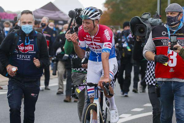 Mathieu Van Der Poel savoure sa victoire lors du 104ème Tour des Flandres.