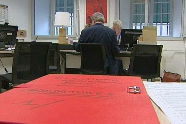 Le dépôt des candidatures pour les régionales 2015 est clos : dix listes s'affronteront en Bourgogne Franche-Comté.