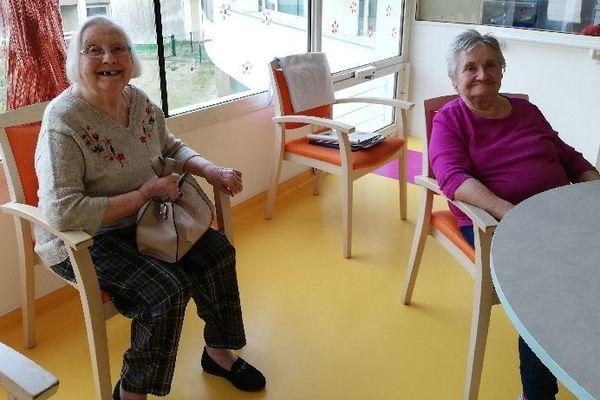Les résidents de l'EHPAD de Beaugency ont le sourire, ils attendent vos dessins et messages.
