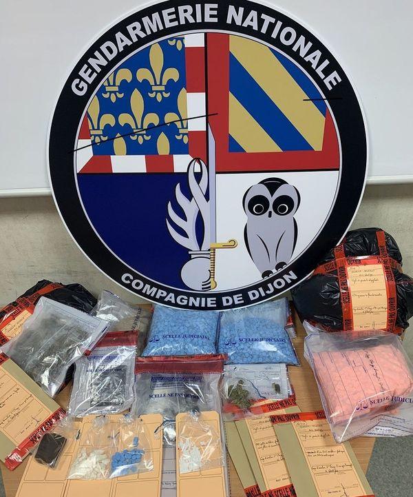 Au terme de plusieurs mois d'enquête, les gendarmes de Quetigny ont mis la main sur plus de 6 kilos de drogues de toutes sortes (ecstasy, cannabis, héroïne et cocaïne)
