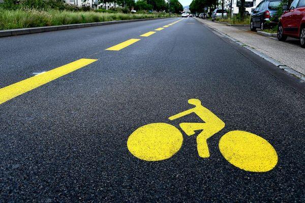 """En attendant le """"coup de pouce remise en selle"""" du gouvernement, des vélo-écoles donnent des conseils pour bien circuler à bicyclette."""