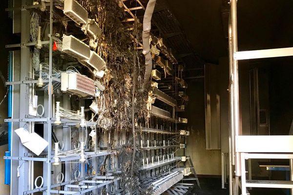 L'intérieur du central téléphonique de Conques-sur-Orbiel a brûlé. 26 communes audoises ont leurs lignes téléphoniques et internet coupées ou perturbées. Août 2019