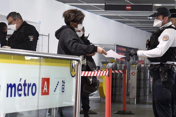 A partir du 11 mai, les Français n'auront plus besoin d'attestation de sortie pour circuler.