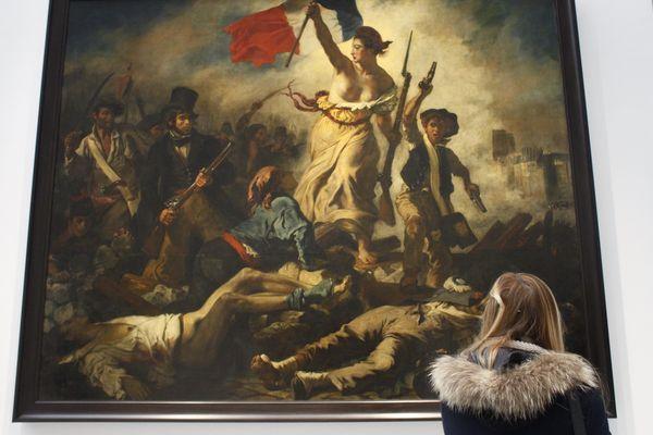 """Le tableau """"La Liberté guidant le peuple"""" d'Eugène Delacroix, exposé ici au musée du Louvre-Lens, en décembre 2012."""