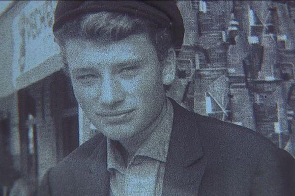 C'est la première photo prise par Mario Gurieri de Johnny Hallyday. C'était à Marseille, en 1958