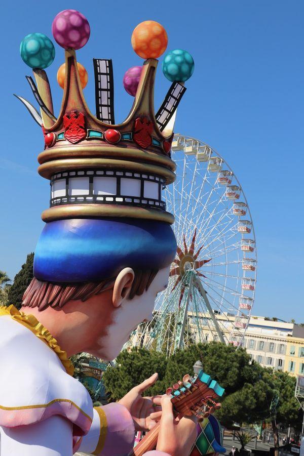 Les chars du carnaval de Nice, étaient autrefois achetés par d'autres villes françaises qui en recomposaient les éléments pour leurs propres défilés. Ici lors de l'édition 2019.