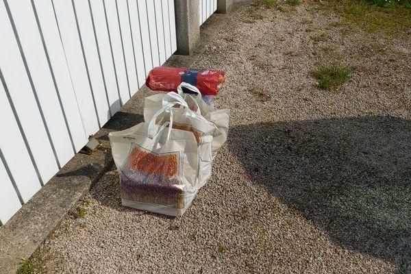 Les produits de première nécessité livrés chez une habitante isolée sur la commune d'Orthez