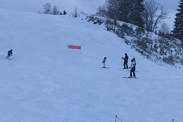 Les premiers skieurs dès l'ouverture de la station du lac blanc