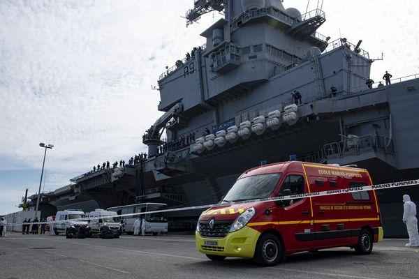 Deux nouveaux cas de nouveau coronavirus ont été détectés parmi des marins du porte-avions français Charles-de-Gaulle. Photo du 12 avril 2020
