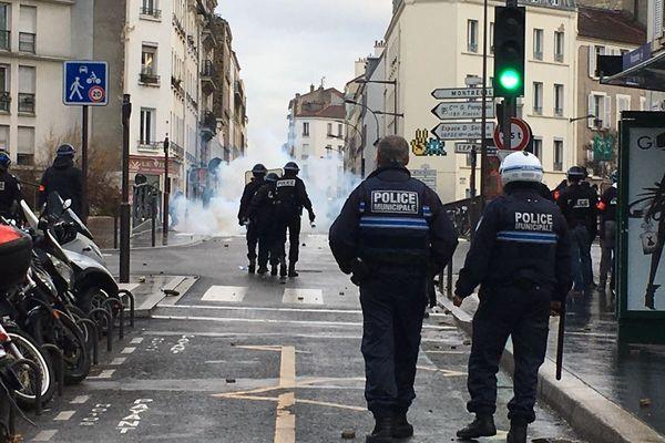 Des heurts entre lycéens et forces de l'ordre se sont produits à Vincennes (Val-de-Marne) ce lundi 10 décembre.