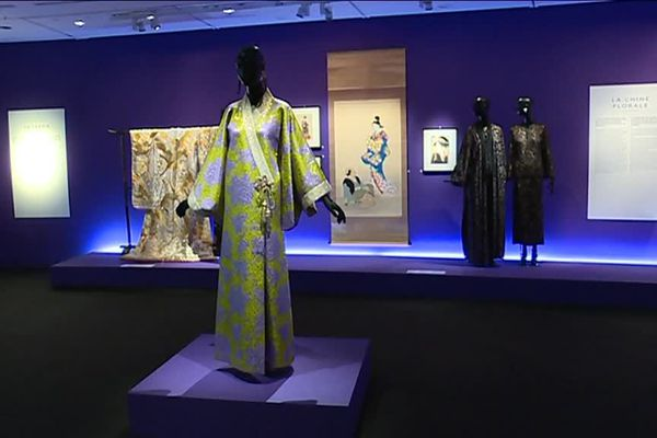"""Musée des Arts asiatiques : exposition """"l'Asie rêvée d'Yves Saint Laurent"""""""