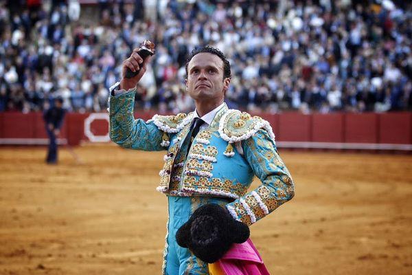 Une oreille pour Ferrera, un des toreros les plus en vue de cette feria de Séville