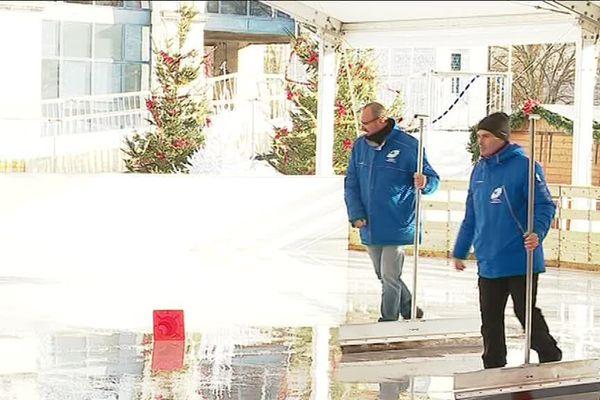 Les responsables tentent d'évacuer l'eau.