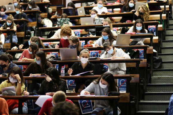 Facultés et écoles représentent plus d'un tiers des clusters identifiés par les autorités sanitaires en Occitanie. Illustration.