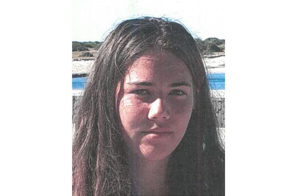 La police de Reims recherche Kathleen, 15 ans. Elle est brune, habillée en gris, et fait 1,72 mètre.