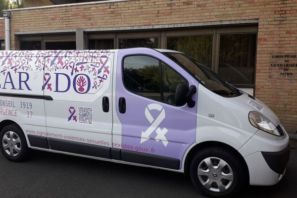 Le van Car'ado se déplace dans tout le département du Nord.