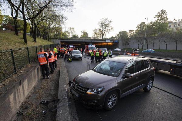 Une collision sur le périphérique, survenue après l'intervention des secours sur un premier accident, a provoqué deux blessés graves ce lundi matin chez les sapeurs-pompiers de Paris.