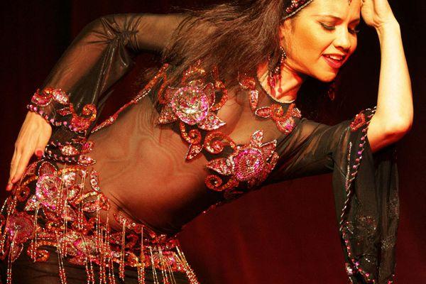 Performance d' Elina Pechersky à Eliat en Israël lors d'un festival de danse orientale en janvier 2006.