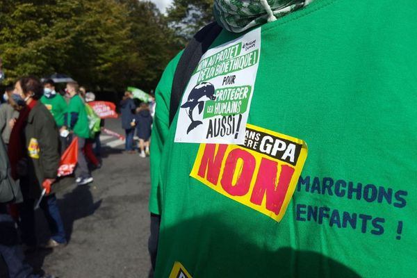 Le collectif Marchons enfants ! était l'organisateur de la manifestation qui a réuni plus d'une centaine de personnes à Compiègne ce 10 octobre