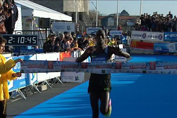 Emmanuel Oliaulo remporte le marathon de La Rochelle 2016 en 2h10'46