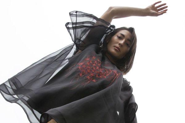 Pour sa collection d'été, Natalie Coste a upcyclé des soies de stocks inutilisés de maisons de couture comme Chanel et des vêtements vintage.