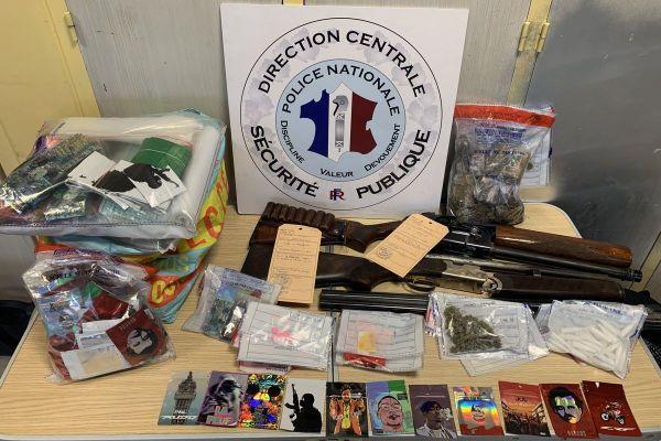 Les forces de l'ordre ont retrouvé diverses quantités de cannabis, LSD, cocaïne et ecstasy.