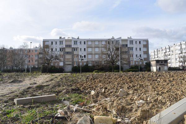 Un immeuble prochainement détruit, à l'Argonne.