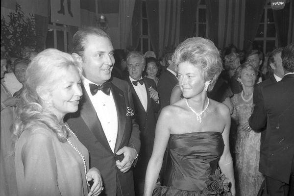 Le couple Michel et Anne d'Ornano (à droite), lors du premier Festival du film américain de Deauville en 1975. Doux mélange d'élégance à la fois branché et classique.