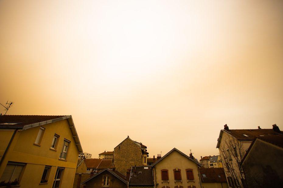 Pourquoi le ciel est-il jaune en Franche-Comté ? - France 3 Régions