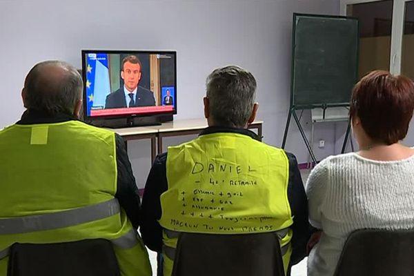 A Witry-lès-Reims, une vingtaine de gilets jaunes a suivi l'allocution du président ce lundi