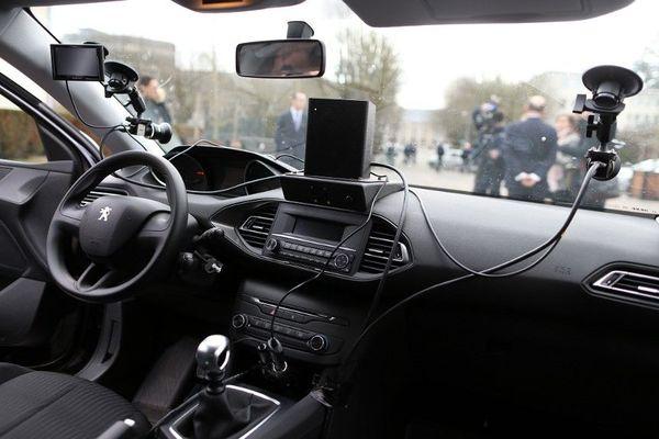 Le système infrarouge sans flash peut repérer les infractions dans les deux sens de circulation