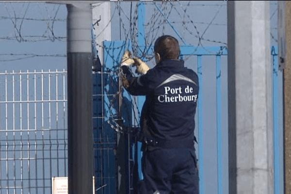 Les barrières sécurisés du port de Cherbourg sont vérifiés chaque matin.