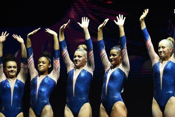 Coline Devillard (à gauche), est accompagnée de Juliette Bossu, Mélanie De Jesus, Lorette Charpy et Marine Boyer dans cette équipe de France