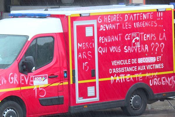 Les pompiers de Gironde sont en grève depuis ce samedi 7 août. Ils réclament notamment une hausse d'effectifs proportionnelle à l'explosion démographique du département ces dernières années.