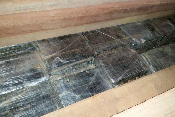 Les paquets contenant la cocaïne était cachés à l'intérieur de colis de bois