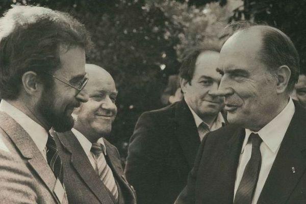 René Drouin (à G), à l'époque député PS de Moyeuvre-Grande, accueille François Mitterrand dans sa circonscription le 13 octobre 1981 à l'occasion de la première visite présidentielle en province après l'élection du 10 mai 1981.