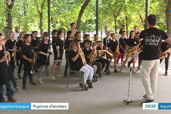 Des éléves de l'école Urdazuri de St Jean de Luz ont donné un concert à Paris