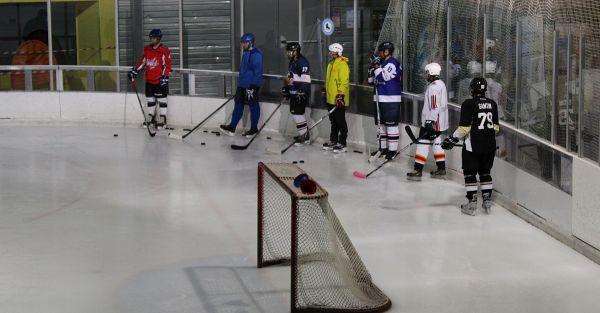 Les hockeyeur troyens vont devoir faire des kilomètres pour aller s'entraîner.