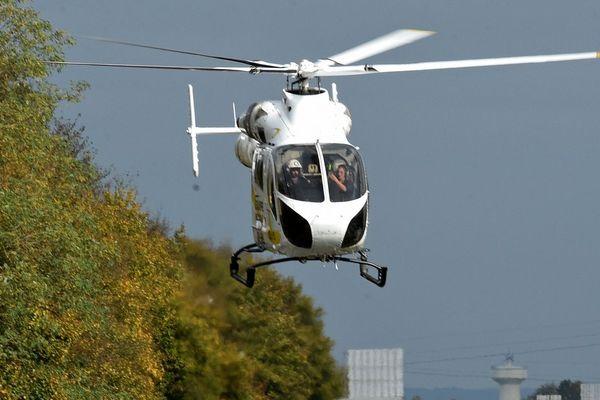 L'hélicoptère du SAMU a pris en charge la victime.