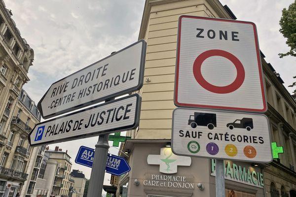 """Nouvelle signalisation """"ZFE"""" à l'entrée du centre de Rouen"""